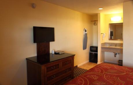 Bay Breeze Inn - Flat Screen TV